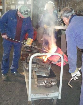 vakwerk bij analemma Zonnewijzers: het gieten van de bronzen zonnewijzer